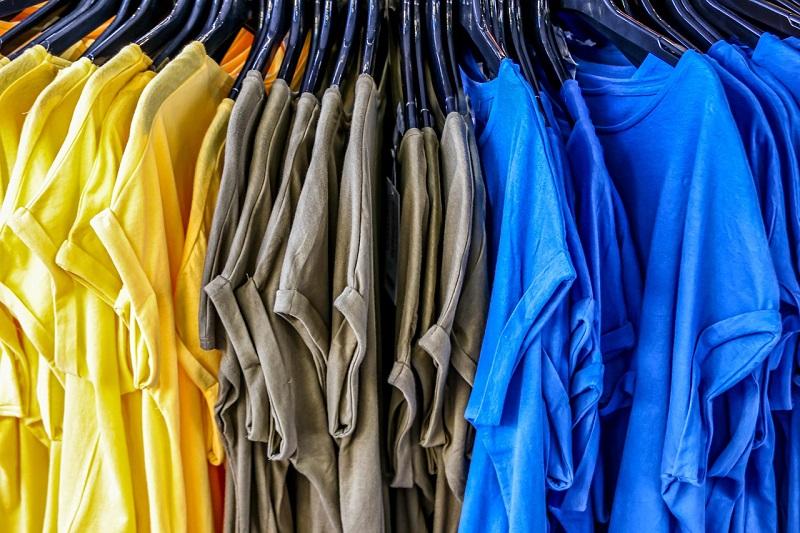 Kratke majice v različnih barvah